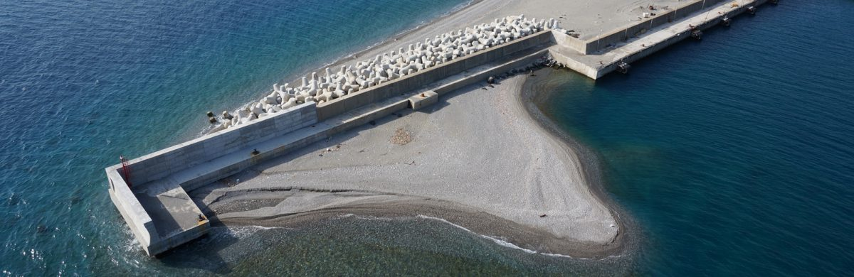 Reducing port sedimentation: Why careful planning of port layouts is important on sandy coasts